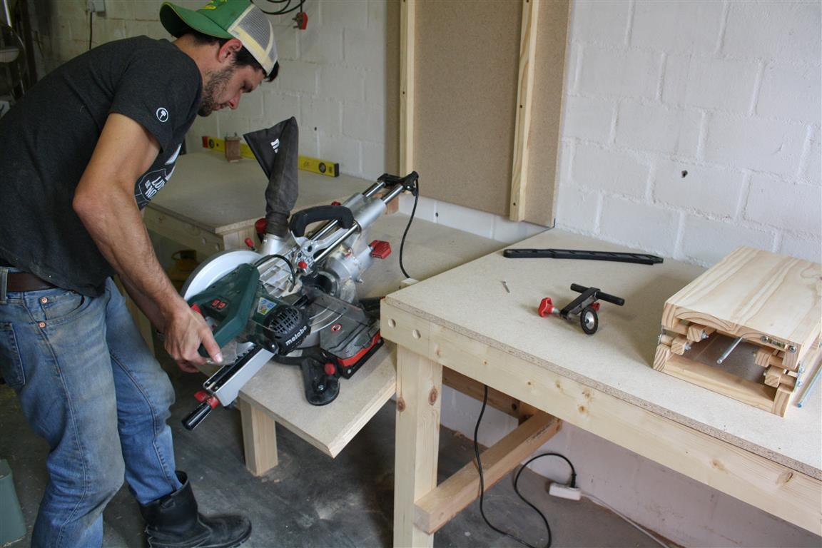 Miter saw stand for small workshop – Build tutorial and plans